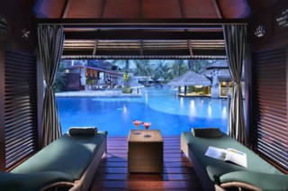 プールサイドにあるカバナで食事やスパを/ハードロック ホテル バリ
