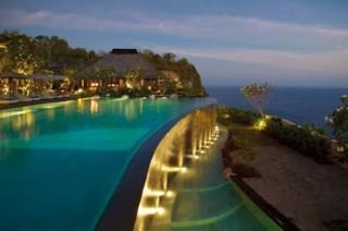 インド洋を見渡すダイナミックな眺望「ザ クリフサイド プール」/ブルガリ リゾート バリ