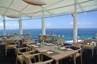 感動的なビューでメニューも豊富なレストラン/カルマ カンダラ