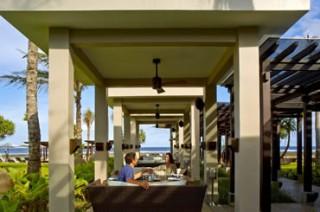 海辺のシーフード&グリルレストラン「ザ ビーチ グリル」/ザ・リッツ・カールトンバリ