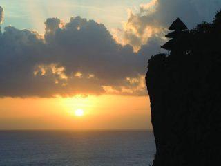 ウルワツ寺院の夕日(イメージ)