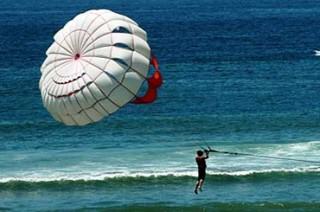 ベノアビーチで楽しめるパラセーリング(イメージ1例)