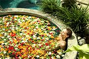 花の香りが芳しい華麗なフラワーバス/ザ ロイヤル ピタマハ