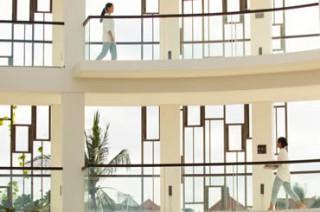 統一デザインで彩られたエレガントな回廊/アリラ スミニャック
