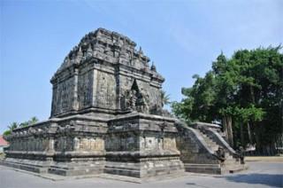 9世紀初期建立の仏教遺跡で世界遺産に認定されているムンドゥッ寺院