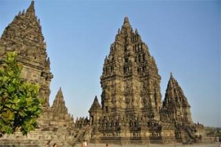 47メートル・驚くべきスケールのプランバナン寺院
