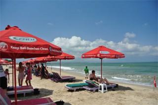 レギャンビーチの有料ビーチパラソル