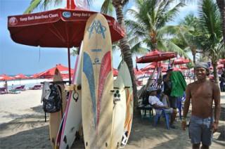 レギャンビーチの貸しサーフボード屋