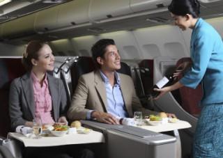 ビジネスクラス:ワンランク上の空の旅。お食事も大好評です。/A330ビジネスクラス(1例)