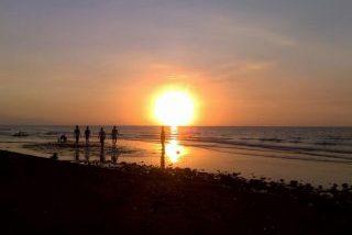サヌールビーチの朝日