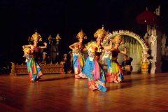 [オプショナルツアー]インドネシア料理とレゴンダンスショー