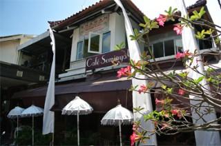 お洒落なレストランやカフェが立ち並ぶスミニャック通り