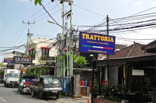 人気のイタリアンレストランが建ち並ぶオベロイ通り