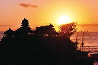 夕日のタナロット寺院(イメージ)