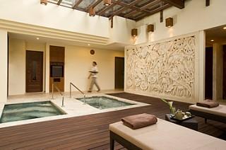 豊富な設備(サウナ、水風呂、ジャグジーなど)/ヌサドゥア ビーチ ホテル&スパ