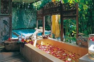フラワーバス:バリとジャワの伝統的なマッサージが受けられます(カマール モレック シガーワラー)/ホテル トゥグ バリ
