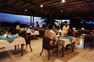 オープンエアーのレストラン/プリ バグース チャンディダサ