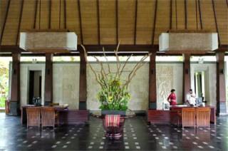 美しいバリ建築のホテルレセプション/ラマ チャンディダサ リゾート&スパ