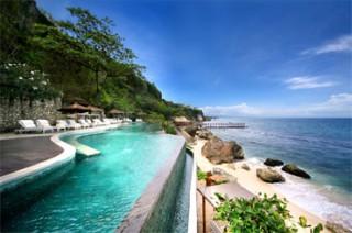 海に突き出たような眺めの良いオーシャン ビーチ プール/アヤナ リゾート&スパ バリ